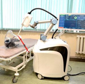 Read more about the article Уникальный роботизированный комплекс для лечения рака при помощи инновационной рентгеновской трубки, передается медикам для доклинических и клинических испытаний